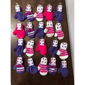 Other - 20 pairs new toddler mitts on string